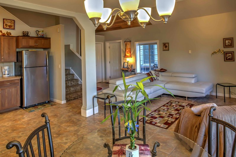 Enjoy a memorable getaway in this fully furnished Sunset Bay Condo for 6 guests!