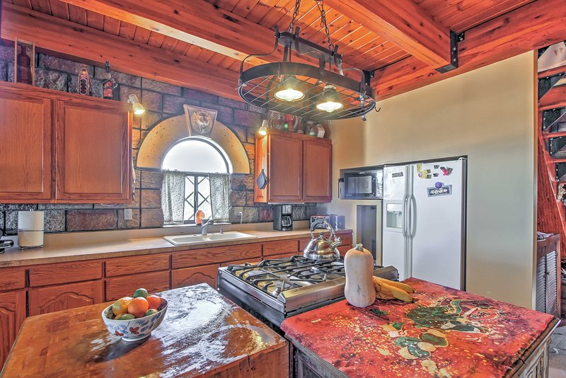 Prepare feasts fit for a king in the fully-equipped kitchen.