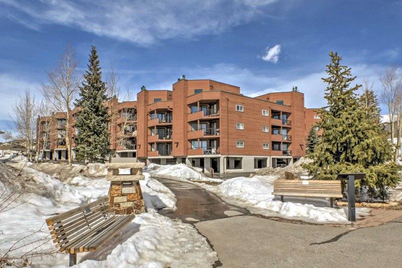 Elevate your Mile High retreat with this ideal Dillon vacation rental condo.