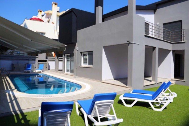 SEMA VILLA, private villa with pool in Kyrenia Town, location de vacances à Kyrenia
