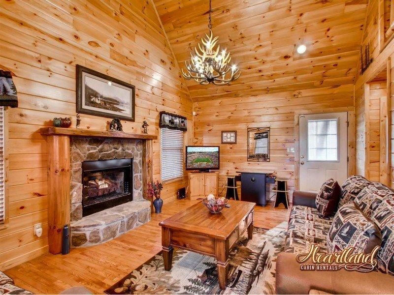 Bear Tootin 2 Bedroom Cabin