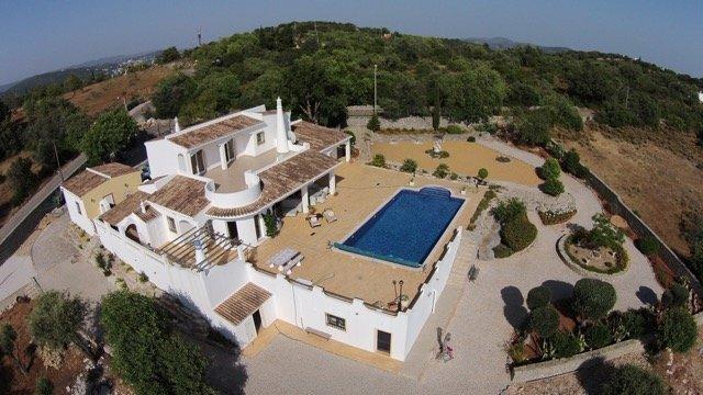 Welcome to the Algarve! Welcome to Villa YAENOSl