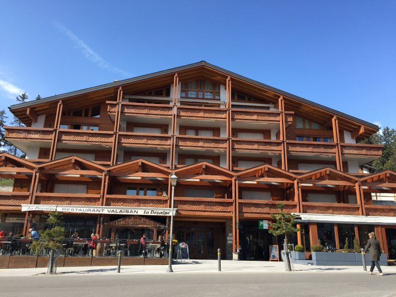 Luxueux appartement centre ville, holiday rental in Crans-Montana