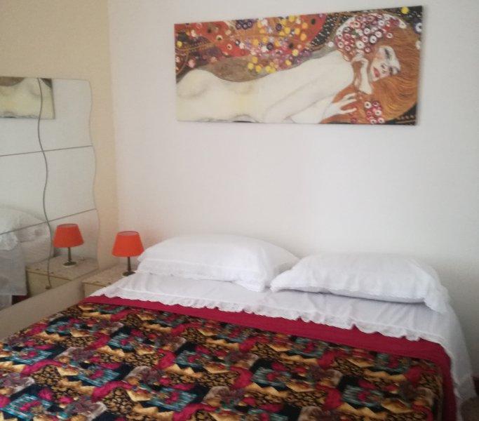 Nice apt in Cosenza & Wifi, holiday rental in Dipignano