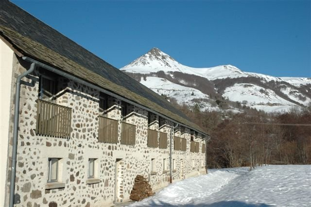 Duplex Cantal Le Lioran : navette gratuite vers la station, aluguéis de temporada em Saint-Clement