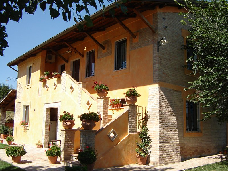 Amazing apartment with shared pool, vacation rental in San Giacomo