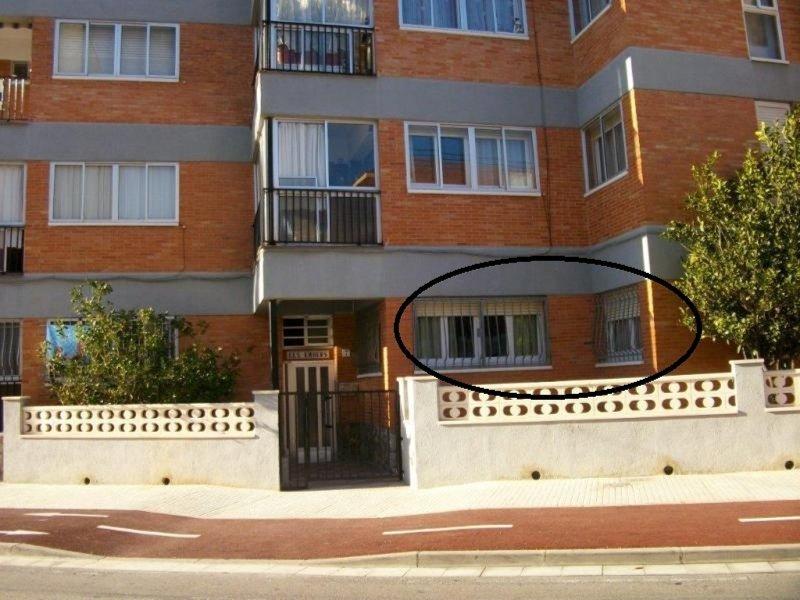 00304- APARTAMENTO EN BAJOS, CENTRO DEL PUEBLO, 200 M. DEL MAR, vacation rental in L'Hospitalet de l'Infant