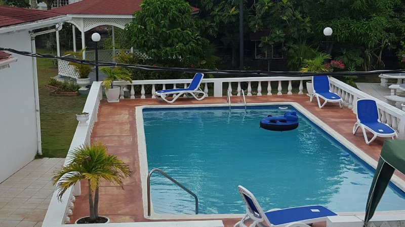 Your Private  In ground  Pool With Gazebo For Poolside dining