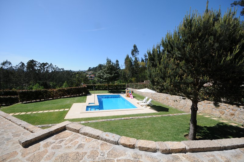 Navio Villa Sleeps 8 with Pool and WiFi - 5718933, holiday rental in Barcelos