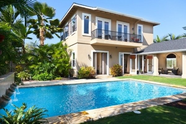 Beautiful Villa with private garden and pool.