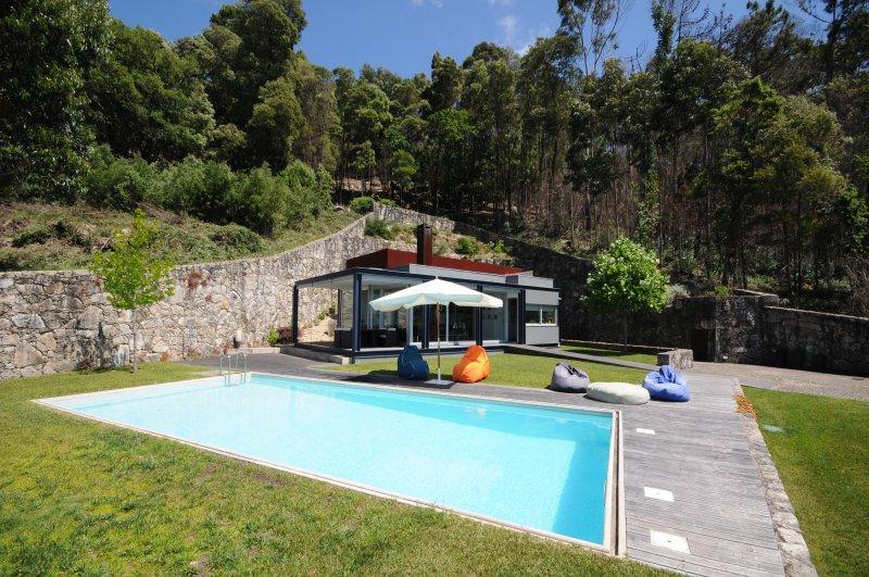 Pedras de Moledo Villa Sleeps 6 with Pool Air Con and WiFi - 5718923, alquiler vacacional en Moledo