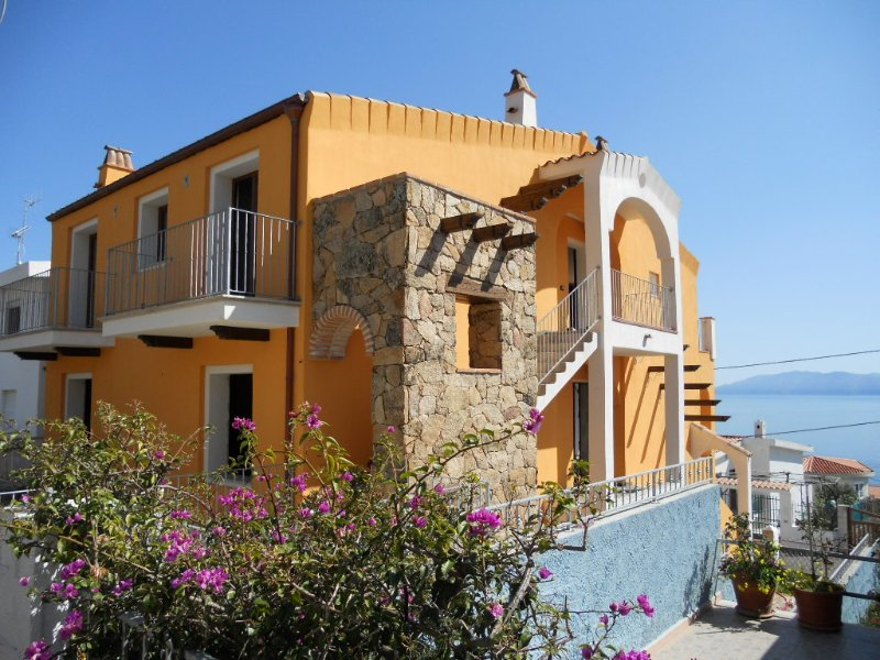 CASA CHICCA: delizioso attico in villino, 6 persone, vacation rental in Dorgali