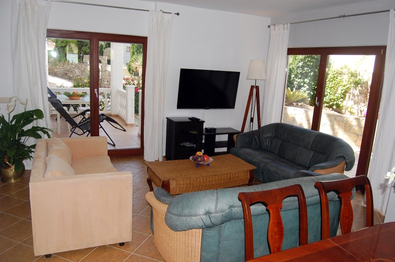 Large living room, air conditioning, heating, international TV channels, Wifi ,. DEPARTURE FROM THE