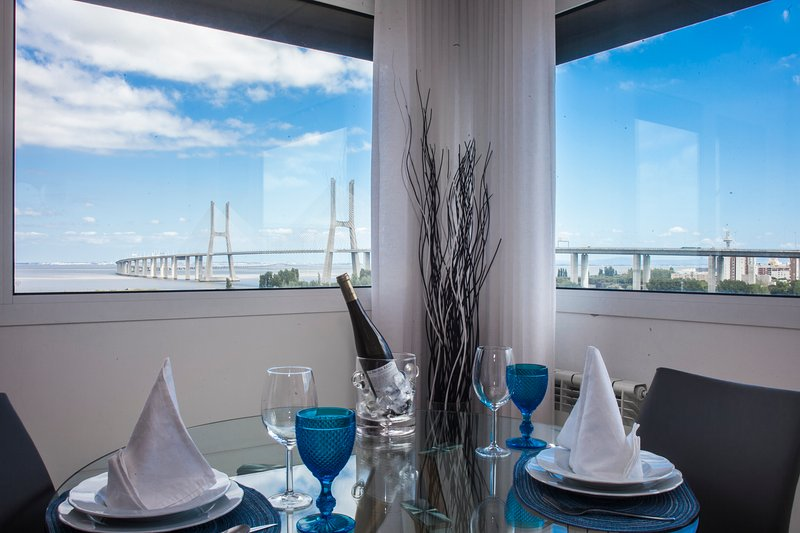 APT IN LISBON RIO- Parque das Nações, 2 Bedroom Apartment River View, location de vacances à Vila Franca de Xira