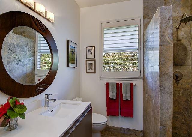 Salle de bains moderne Ho'ona Hale