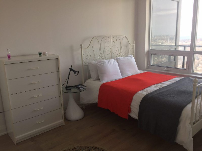Lauxry one bedroom condo with an amazing lake view, holiday rental in Toronto