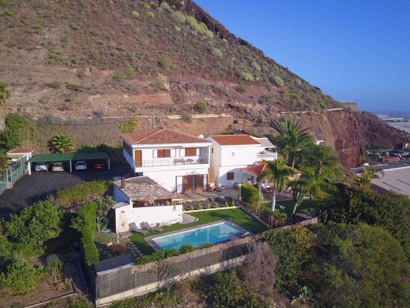 La Casa de Los Abuelos  Apartamento con Pergola y BBQ en entrada Piscina, location de vacances à Buzanada