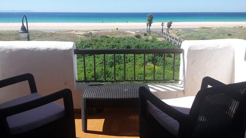 First line beach apartment Badra. 3 bedrooms and 2 bathroom sea views, holiday rental in Tarifa