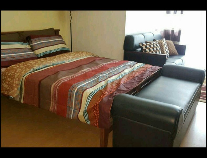Cozy Condominium Unit in Ortigas!, holiday rental in Taytay