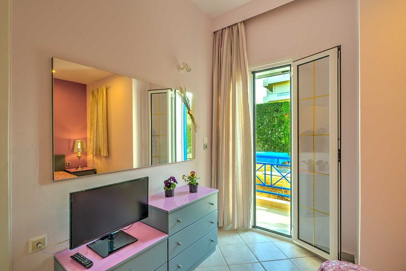 COZY APARTMENT-HERAKLION CRETA-3, location de vacances à Tylissos