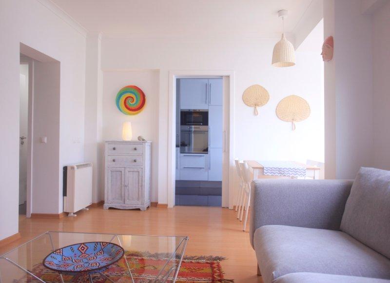 New & Modern Apt, location de vacances à Estoril