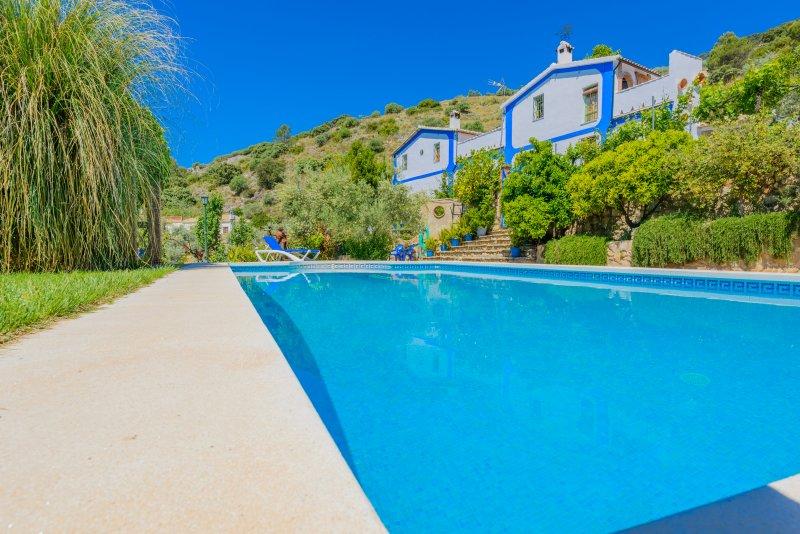 Casa con encanto, jacuzzi, chimenea, piscina, barbacoa, wifi, piscina, relax, holiday rental in Rute