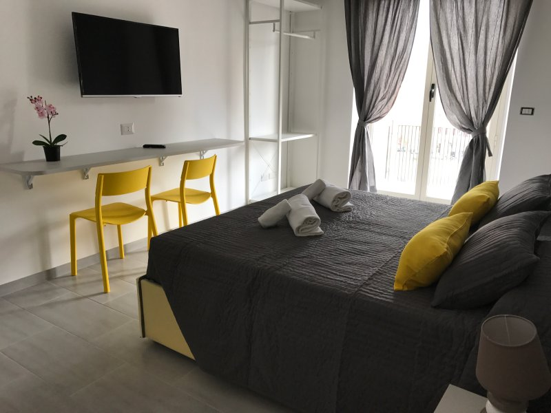 Double Room from 1 to 3 people in central and private bath Chalet in Rome