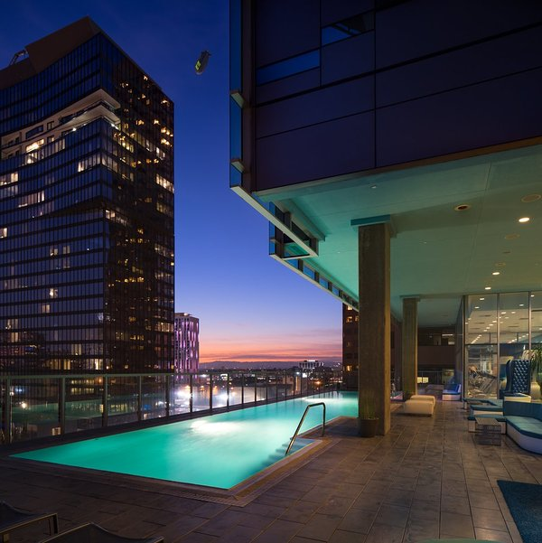 Apartment Locator Los Angeles: DOWNTOWN LA LUXURY HIGH-RISE LIVING SKYLINE VIEW CORNER