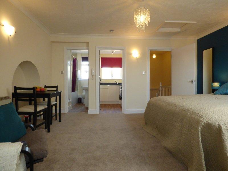 HappierStays studio apartment - central Littlehampton, holiday rental in Burpham