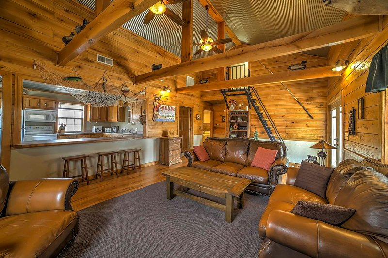 Escape to the glorious Midwest and stay at this quaint Wyandotte vacation rental home!