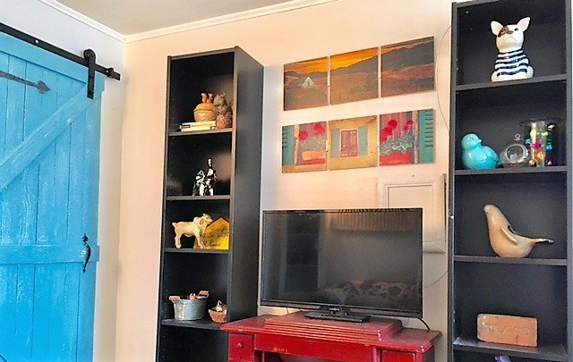 TV / Cable TV/ DVD player living room. We also have DVDS available for you