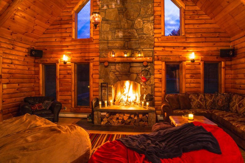 Minutes from Killington + Okemo + Woodstock, VT come and experience The Cabin, holiday rental in South Pomfret