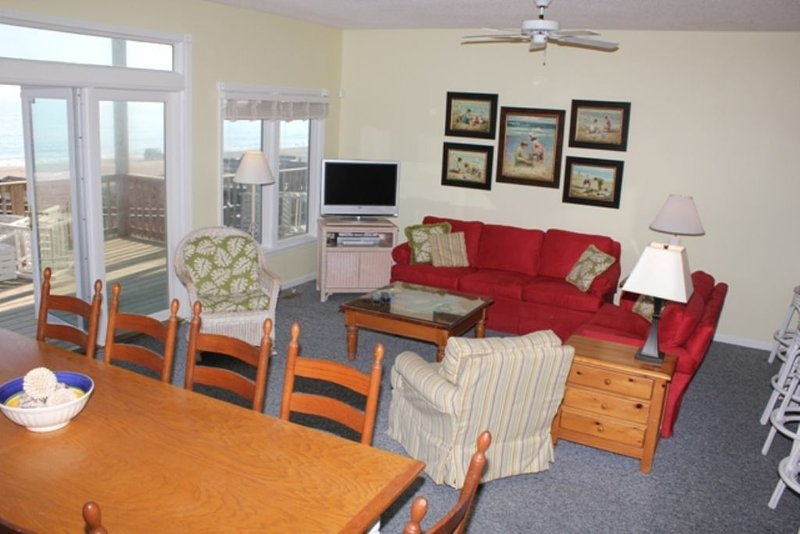 Great Room with Wonderful Ocean Views - Middle Lev