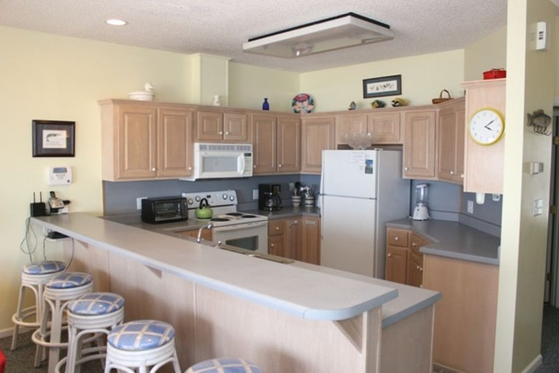 Kitchen with Breakfast Bar, Middle Level