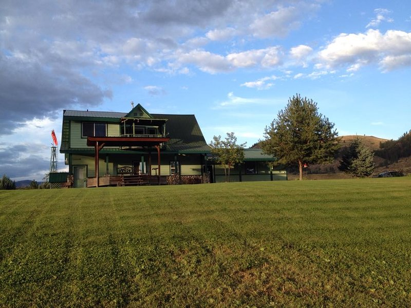 Private Apartment Overlooking the Methow River, vacation rental in Twisp