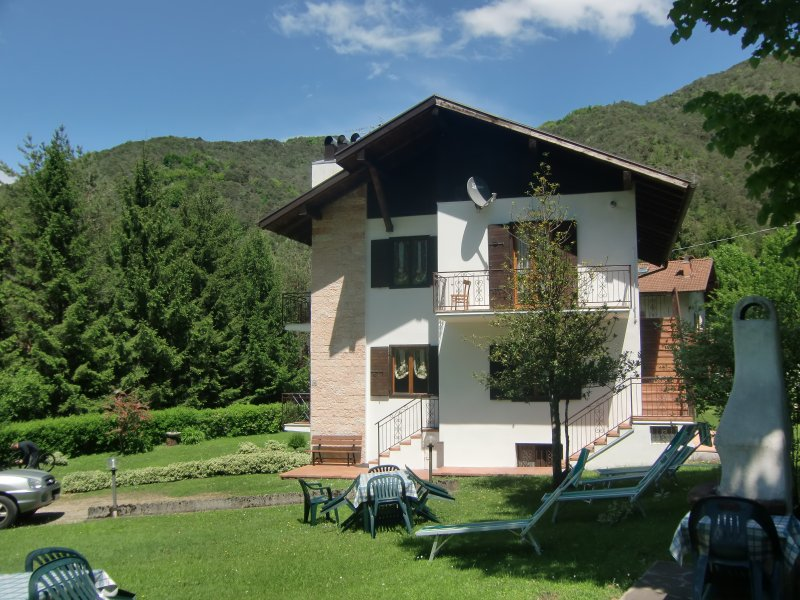 Appartamento Piva 1 a piano rialzato con balcone immerso nella natura, vacation rental in Tiarno di Sotto