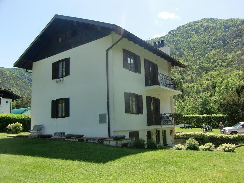 Appartamento Piva 2 immerso nella natura a piano primo con balcone, vacation rental in Tiarno di Sotto