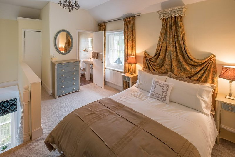 The Victoria - Luxurious 1 bed apartment near Parks and Coast, holiday rental in Ventnor