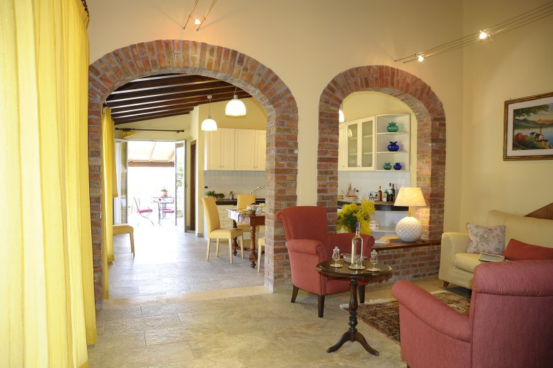 Spacious house with terrace & Wifi, holiday rental in Pioppo