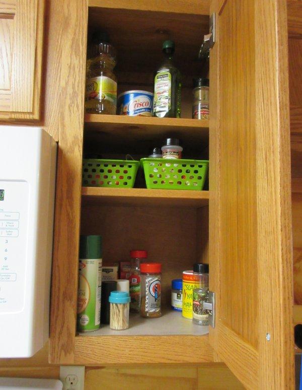 Ah, especias! Muchas de las especias. Y aceites y otros utensilios de cocina.