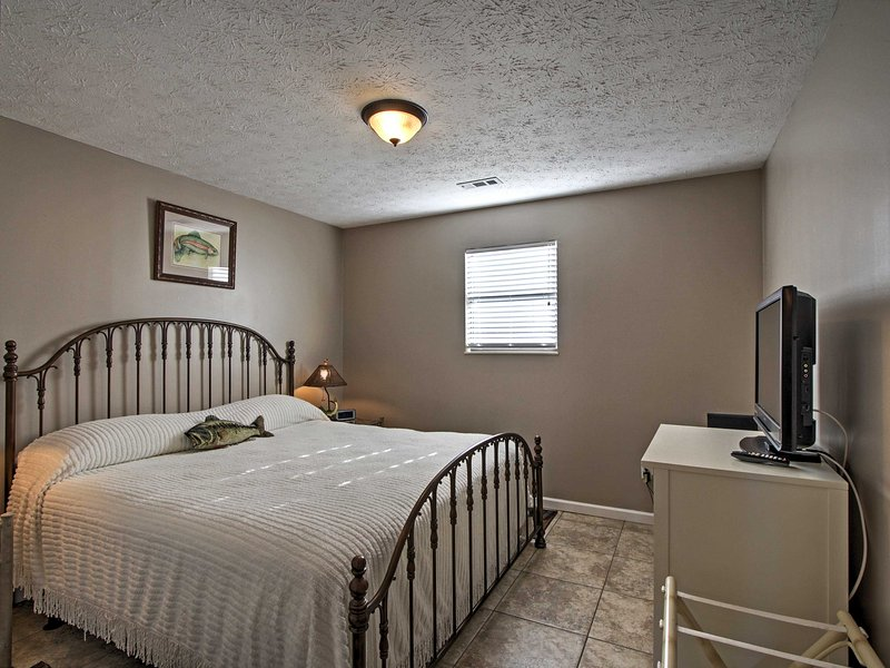 Each of the bedrooms include a king bed and a flat-screen cable TV.