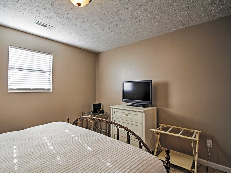 This property is equipped with a total of 3 flat-screen cable TVs.