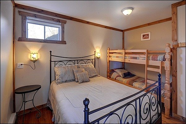 Bedroom with Comfy Queen Bed and Bunk Bed