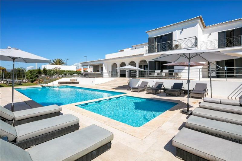 Vivenda Lucas - Wheelchair friendly 6 bedroom property close to Albufeira, golf, aluguéis de temporada em Guia