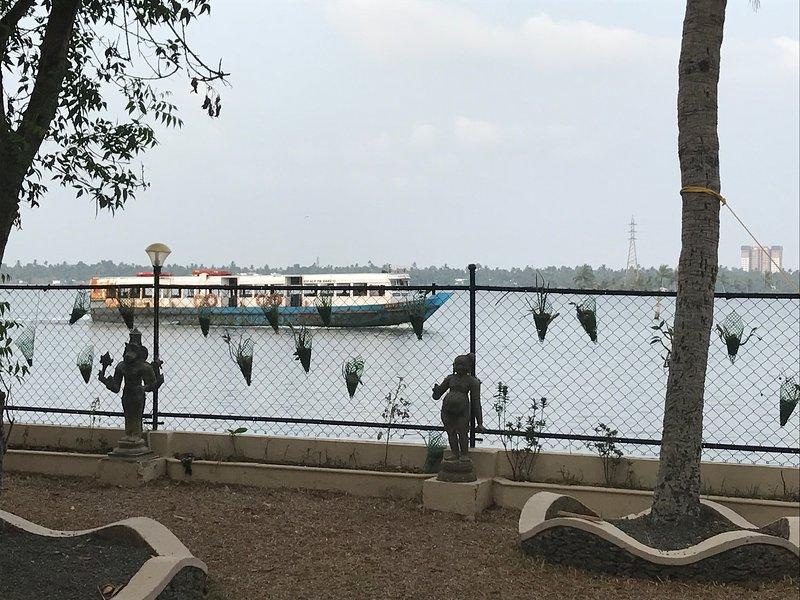 bateaux passent par la propriété