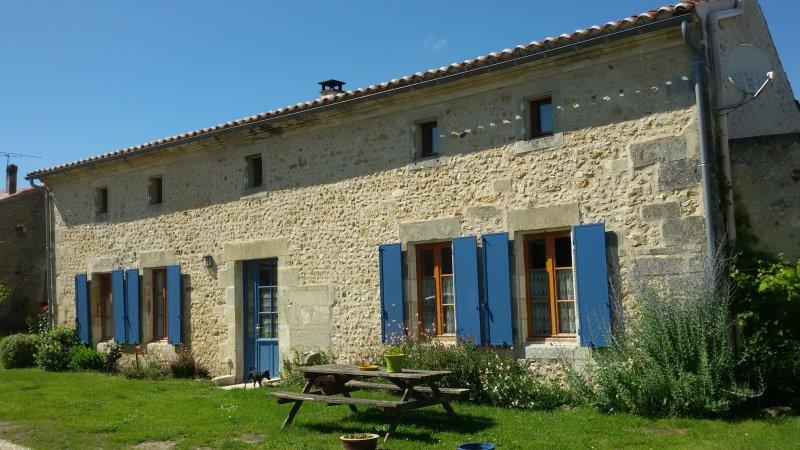 Gîte Charentais 3 Etoiles. Golf et Cure à proximité., vacation rental in Saint-Lager-Bressac