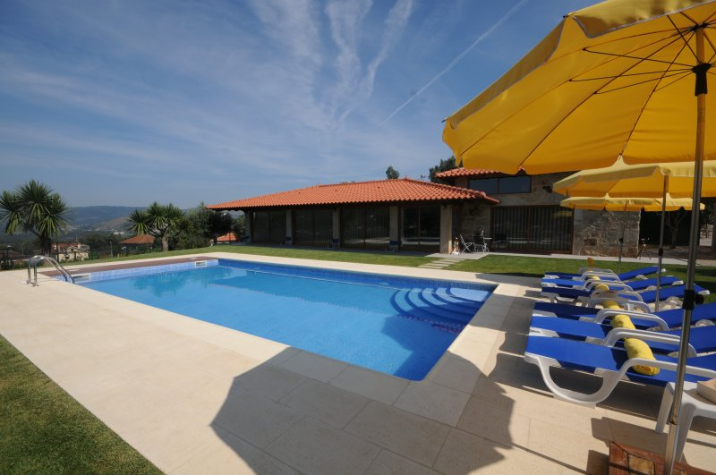 Balugaes Villa Sleeps 7 with Pool Air Con and WiFi - 5718925, holiday rental in Barcelos