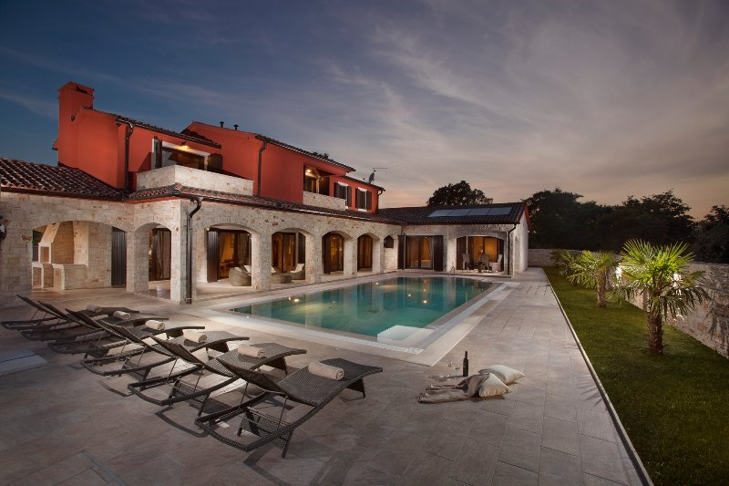 Luxury Villa Monaco - property with private pool, garden and animals - near Pula, holiday rental in Bibici