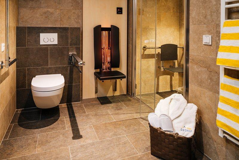 A Infrarotpaneel is in each bathroom