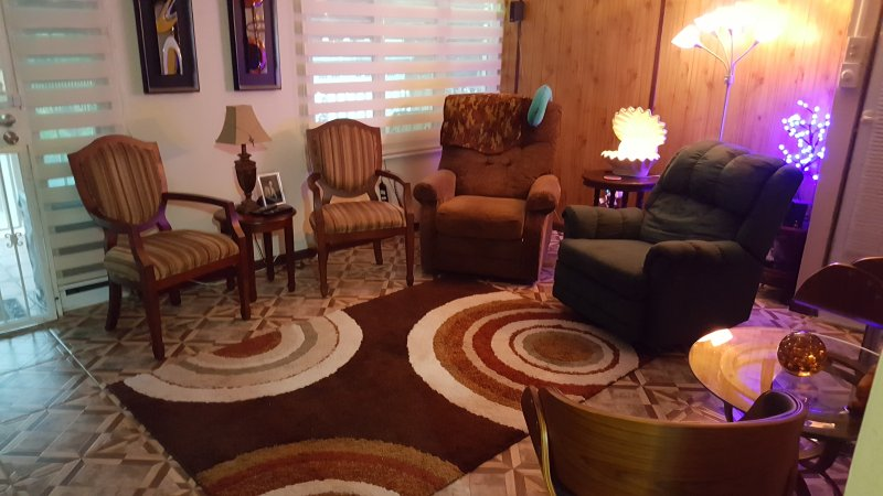 COUNTRYSIDE FURNISHED HOUSE INCLUDES AIR/ELECTRIC/WATER/UTENSILS 3BED/3BATH/3PKG, alquiler vacacional en Caguas